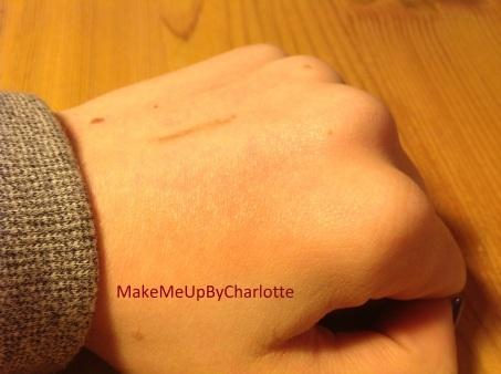 crayon-sourcil-deauty-box-magritte-novembre-mois-produits-reçus-blogueuse-swatch-marron-blog