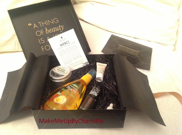 deauty-box-decembre-produits-reçus-blogueuse-revue-haul-a-thing-of-beauty-is-a-joy-forever-noeud-cadeau-ultra-doux-garnier-fructis-colorshow-maybelline-sampar