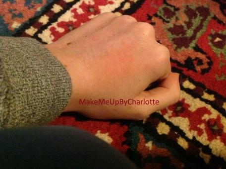 deauty-box-magritte-novembre-mois-produits-reçus-blogueuse-blush-étalé-womensecret-tapis-coloré-swatch