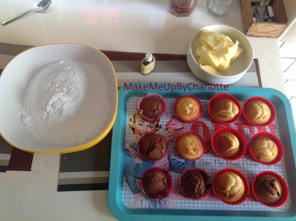 recette-cupcake-facile-parfaits-américains-colorés-glacage-maison-confettis-plateau-maisons-du-monde-granulés-cake-ingrédients-sucre-beurre-colorants-artificiels-levure-chimique-lait-vanille-moules