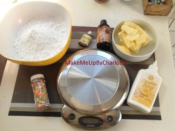 recette-cupcake-facile-parfaits-américains-colorés-glacage-maison-confettis-plateau-maisons-du-monde-granulés-cake-ingrédients-sucre-beurre-colorants-artificiels-levure-chimique-lait-vanille-moules-balance-cooking-icing