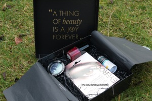 deputy-box-janvier-produits-reçus-blogueuse-avis-article-maquillage-soins-vernis-rouge-fards-à-paupières-baume-à-lèvres-plante-system-eyeliner-patch-sticker-a-thing-of-beauty-is-a-joy-forever