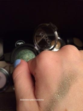 fard kiko vert marbré swatch switches nuances nacré irisé paillettes