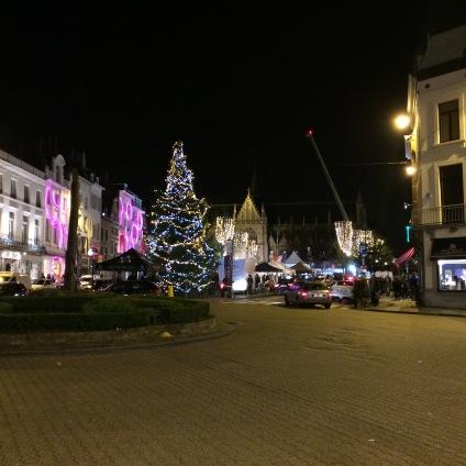 les-nocturnes-du-sablon-à-bruxelles-2016-belgique-bruxellois-typique-patrick-roger-flamant-les-bruxelloises-belgian-gourmet-soiree-que-faire-vendredi-samedi-dimanche-soir-weekend-sortie-en-ville-sapin-noel-chalet-place