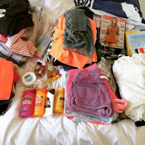 photo-dernier-vlog-valise-dop-nivea-cosmopolitan-cottage-savon-youtubeuse-blogueuse-ce-que-j-enmène-vetements-ootd-look-lookbook-tenue-couleurs
