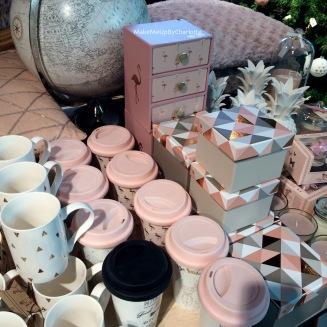 idées-cadeaux-noel-femmes-makeup-maquillage-rouges-à-lèvres-kit-new-look-article-avis-blogueuse-swatch-pas-cher-parfait-décoration-rose-maisons-du-monde-mappe-monde