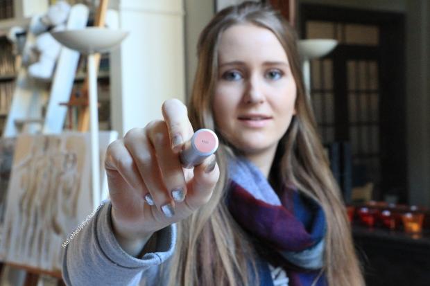 idée-cadeau-femme-kit-lipstick-coffret-rouges-à-lèvres-new-look-avis-blogueuse-swatch-nude-rose-pâle-hydratant-porté