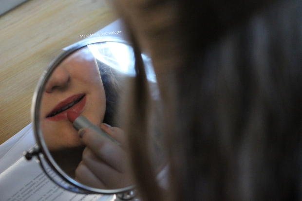 idée-cadeau-femme-kit-lipstick-coffret-rouges-à-lèvres-new-look-avis-blogueuse-swatch-nude-rose-pâle-hydratant-porté-spice-rose-foncé-miroir