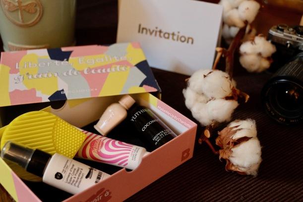 birchbox-janvier-2017-sélection-produits-liberté-égalité-grain-de-beauté-merci-handy-yuthika-paul-&-joe-avis-revue-blogueuse-test-beautetest-invitation-soldes-coton-crème-mains-nettoyage-pinceaux-base-fond-de-teint