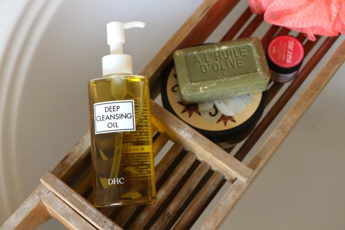 Une huile démaquillante qui nettoie le visage?